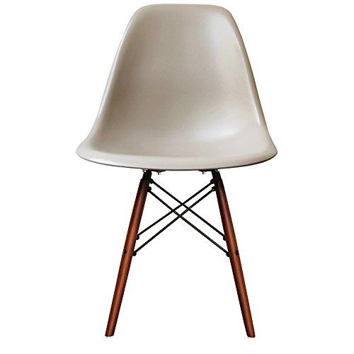 retro stuhl kunststoff mit holzbeinen skandinavischer stil retro stuhl. Black Bedroom Furniture Sets. Home Design Ideas